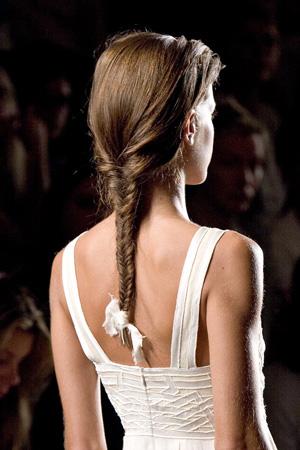 косички на средние волосы - фото 12