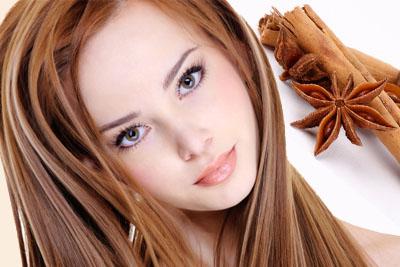 корица эффективно осветляет волосы
