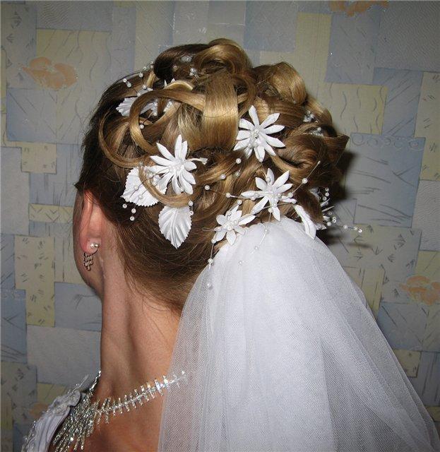 вариант свадебной прически с фатой